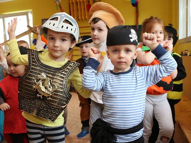 Na karnevalu byli k vidění piráti i stateční rytíři