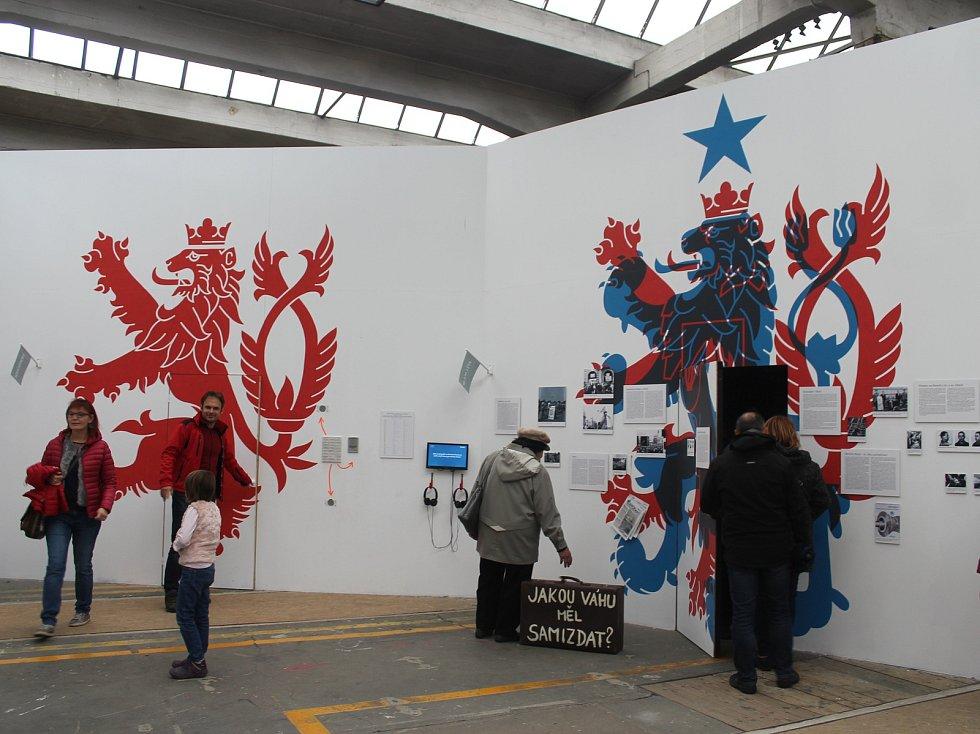 """V areálu DEPO2015 bylo v rámci stých narozenin možné zhlédnout interaktivní výstavu """"100PY: Sto let očima pěti generací""""."""