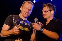 Ředitel Žebříku Jaroslav Hudec (vpravo) se zpěvákem Davidem Kollerem.