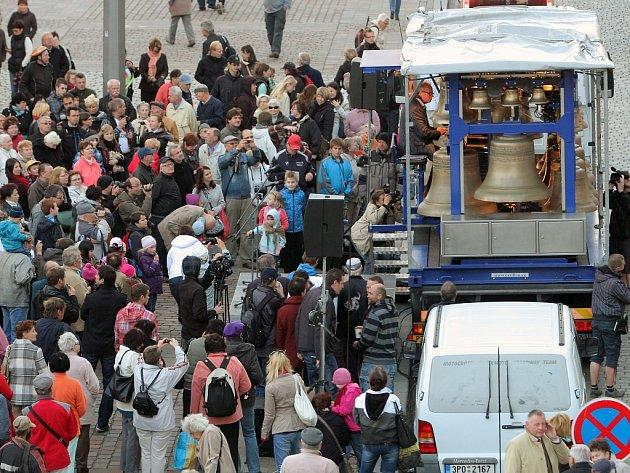 Plzeň přivítala první dva ze čtyř nových zvonů pro katedrálu