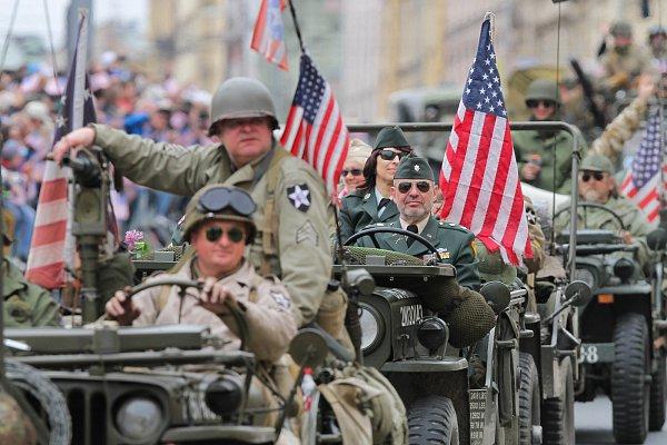 Nedělní přehlídkou Convoy of Liberty vyvrcholily Slavnosti svobody vPlzni.