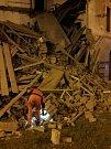 Část budovy v Mikulášské ulici v Plzni se před druhou hodinou ranní sesunula k zemi.