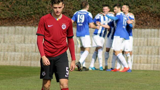Fotbalisté Domažlic (na archivním snímku hráči v modrobílých dresech) porazili Klatovy 4:0. V pátek hostí Petřín.