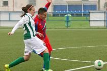 Vyrovnávací gól Viktorie v utkání proti Dukle Praha vstřelila Lucie Ranglová (na archivním snímku vpravo)