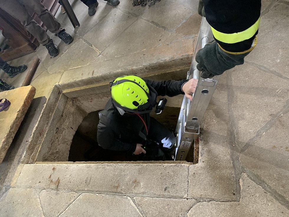 Jako první se po 150 letech podíval do hrobky archeolog Martin Čechura.
