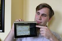 Jakub Sido ukazuje princip nové aplikace na čtení knih s možností volby.