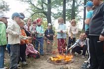 V pionýrské skupině mladých požárníků Obora je celkem 68 lidí – 46 z nich je mladších 15 let