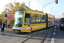 Popelářský vůz se srazil s tramvají, ta vykolejila
