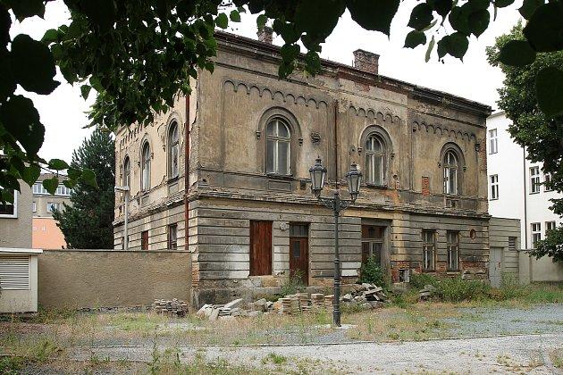 Rabínský dům je jednou zposledních významných památek vPlzni, která je vdezolátním stavu.