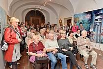 Členové Unie výtvarných umělců Plzeň při slavnostním zahájení výstavy Bilance 2016 v mázhausu Galerie města Plzně