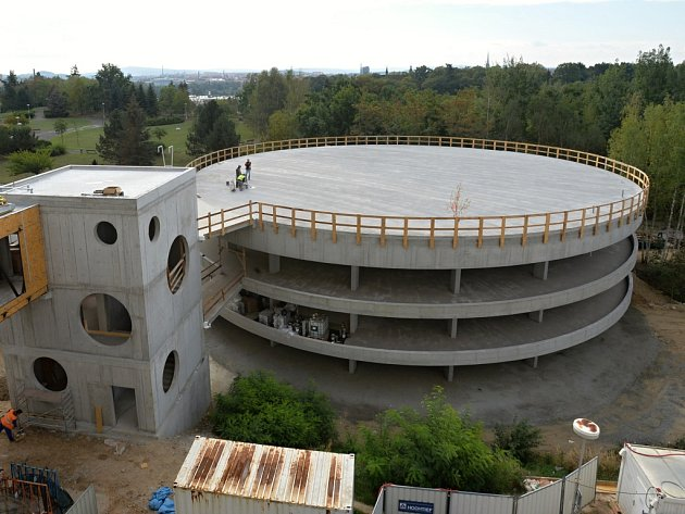 Od listopadu se z nového heliportu stane hlavní přistávací plocha Fakultní nemocnice Plzeň.