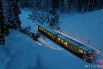 V neděli najel nedaleko Hojsovy Stráže vlak do stromu. Nehoda byla bez zranění