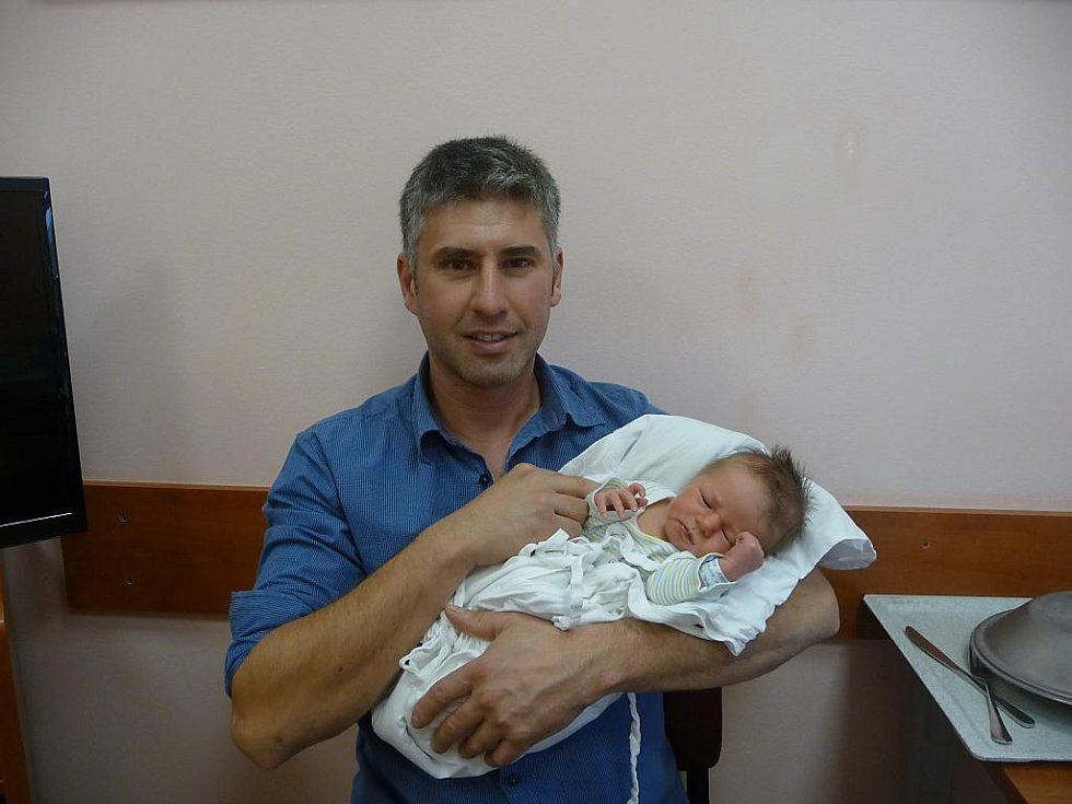 Tatínek Zdeněk  Stroner  chová svého syna Marka (3,40 kg, 50 cm), který přišel na svět  22. října ve 13:05 ve Fakultní nemocnici v Plzni. Z jeho narození se raduje také maminka Zuzana Tremlová a sourozenci Tomáš (14) a Michaela (17) z Plzně