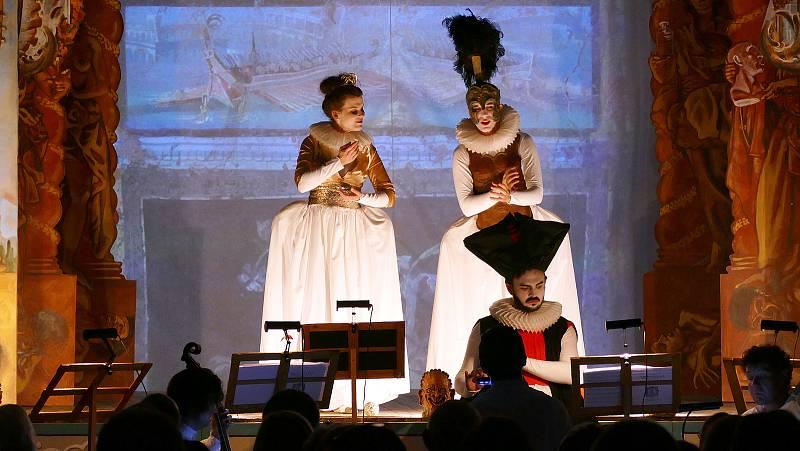 Čtyřiašedesát představení od souborů ze sedmi zemí uvede v Plzni od 15. do 23. září 29. ročník mezinárodního festivalu Divadlo. Olomoucký Ensemble Damian přijede s představením L'Arianna.