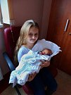 Marek Tomeš se narodil 10. ledna ve 4:50 mamince Lence a tatínkovi Tomášovi. Po příchodu na svět ve FN Plzeň vážil jejich prvorozený syn 2600 gramů a měřil 49 centimetrů. Na fotce je se sestřenicí Natálkou.