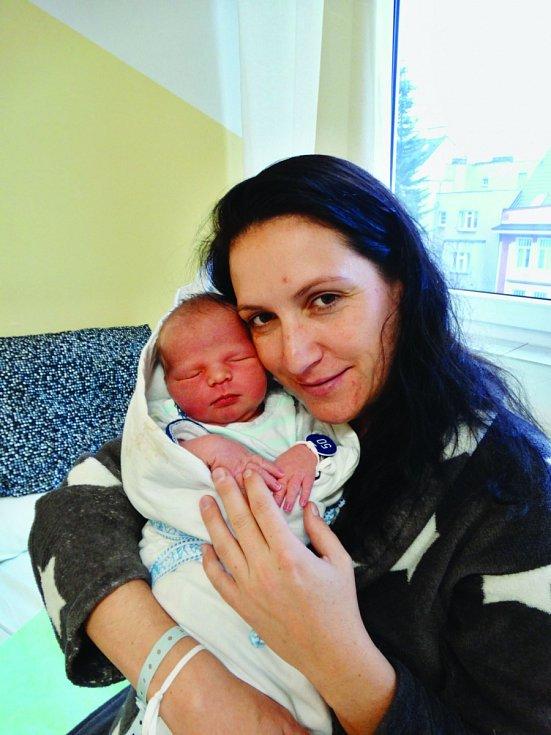 Eliáš Perlovský se narodil 20. listopadu v 17:10 mamince Michaele a tatínkovi Martinovi z Plzně. Po příchodu na svět v plzeňské porodnici U Mulačů vážil bráška čtyřleté Sofinky 4120 gramů.