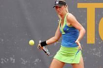 Česká tenistka Denisa Allertová (na snímku) vyhrála v Plzni tenisový turnaj ITF s názvem Tennis Arena Cup dotovaný částkou 25 tisíc amerických dolarů. Ve finále porazila Bulharku Anastasiyu Vasylyevu suverénně 6:1, 6:1