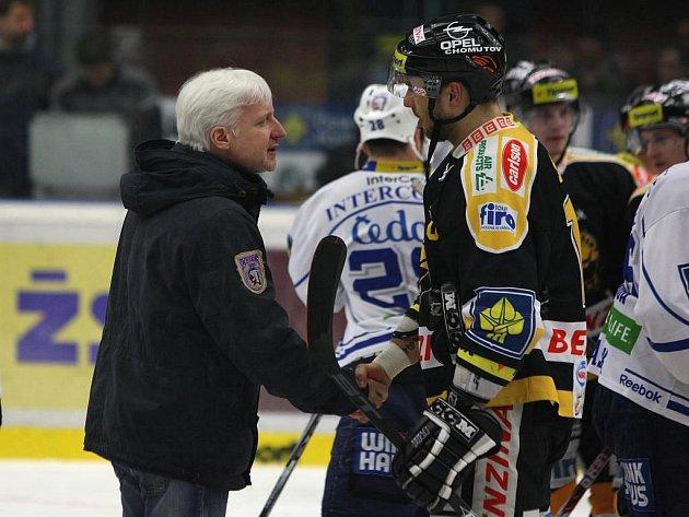 Trenér plzeňských hokejistů Marian Jelínek po nedělním zápase gratuloval litvínovským soupeřům k postupu do čtvrtfinále play off. Pro jeho tým sezona skončila