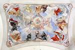 Nástěnné malby stejně jako nový oltářní obraz vytvořil akademický malíř Jiří Jelínek.