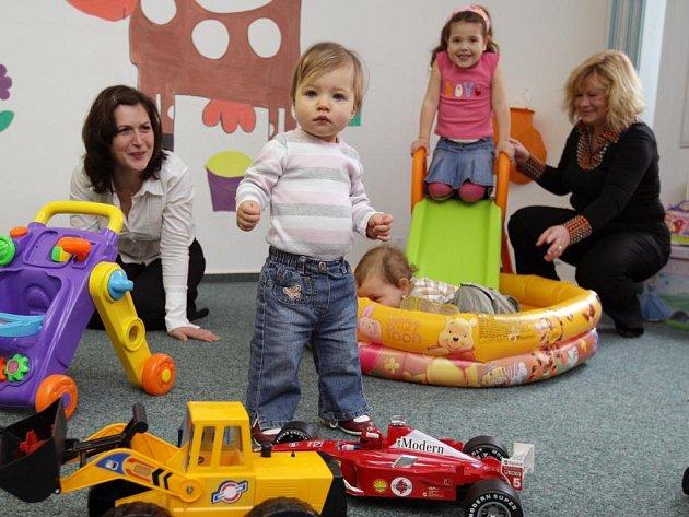 V nově otevřeném  mateřském  centru Hajdaláček  si děti pohrají s hračkami nebo  se seznámí se stejně starými kamarády. Maminky zase vítají možnost dát si v klidu kafíčko a na chvilku si odpočinout od pobíhání mezi lahvičkami a plenkami