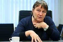 Veřejná ochránkyně práv včera navštívila Plzeň. Zavítala také do domova pro osoby se zdravotním postižením ve Stodě. Vsouvislosti s její návštěvou byl na Krajském úřadě otevřen stánek, kam mohli lidé přicházet se svými problémy