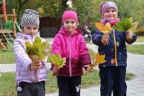 Malé slečny z mateřské školy v Tomanově ulici na Borech.