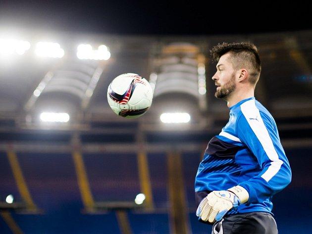 Trénink Viktorie Plzeň před zápasem proti AS Řím. Na snímku brankář Matúš Kozáčik