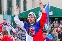 Českým hokejistům se ve čtvrtfinále proti Finsku fandilo i v Plzni.