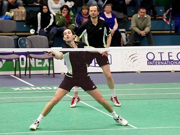 Dvojice plzeňských badmintonistů Josef Rubáš – Jaroslav Sobota (zprava) hledá na domácí scéně jen těžko konkurenci