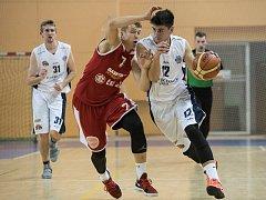 Zlepšeným výkonem po změně stran pokořili basketbalisté Lokomotivy (na archivním snímku v bílém) celek GBA.