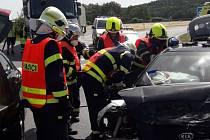 U Chlumčan se srazila dvě auta, tři lidé jsou zranění