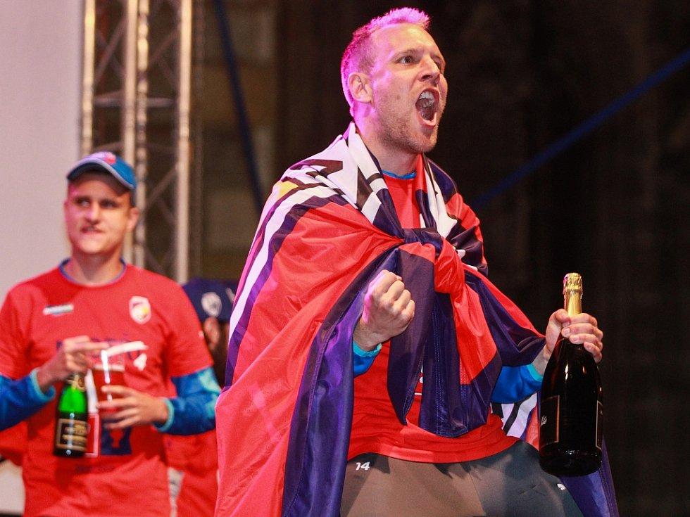 Daniel Kolář během bujarých oslav titulu Viktorie Plzeň