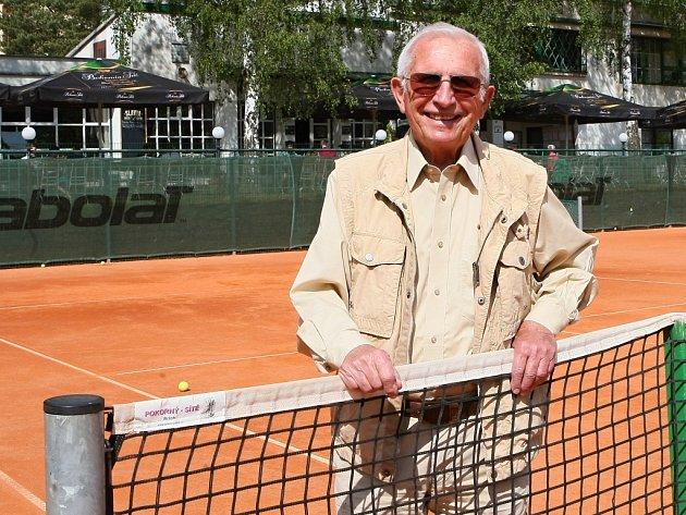 Miroslav Kříž, který pomáhal budovat tenisové kurty na Slavii, nedávno oslavil 90 let.