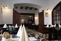 Výročí připomene i městská Restaurace a minipivovar U Přeška. Do jídelníčku zařadí pokrmy prvorepublikové, protektorátní i poválečné i jídla typická pro období socialismu.