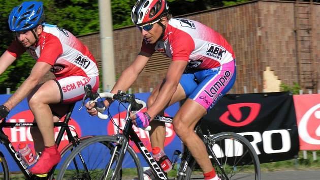 Petr Čermák (napravo) je i  ve čtyřiceti letech   výborným závodníkem