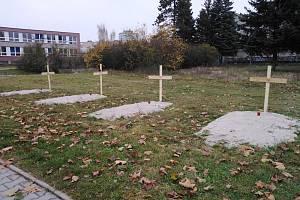 Plzeňany překvapily hroby u obchodního centra