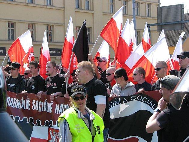 Pochod radikálů začal u Plazy a skončil o kus dál, když jej nechal starosta ÚMO 3 rozpustit