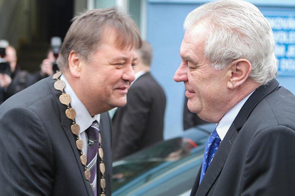 Prezidenta v Nýřanech přivítal starosta města Jiří Davídek