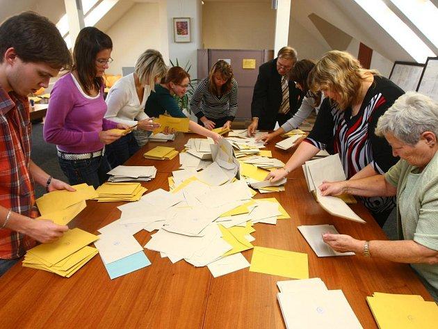 Sčítání volebních hlasů v Plzni-Křimicích