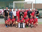 Důvod k úsměvu měly po převzetí medailí a poháru pro mistra hráčky Sokola Tymákov.