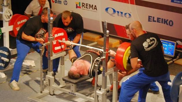Čech Zbyněk Krejča obsadil na ME v benčpresu v Plzni pátou příčku, když si poradil s činkou o hmotnosti 302,5 kg