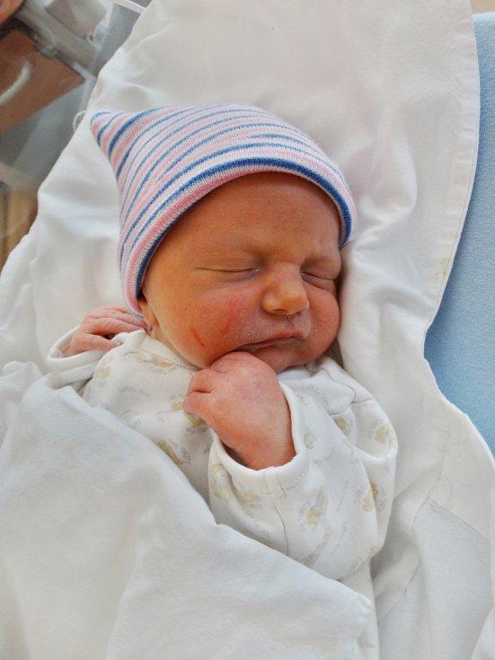Max Kovář se narodil 11. května v11:35 mamince Zuzaně a tatínkovi Petrovi zHolýšova. Po příchodu na svět vplzeňské FN vážil jejich synek 2950 gramů a měřil 49 centimetrů.