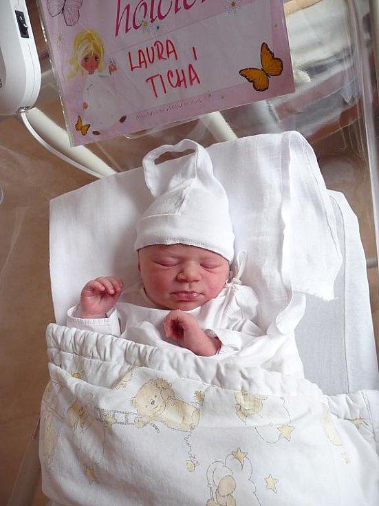 Laura (3,37 kg, 52 cm) se narodila 2. března v 0:29 v plzeňské fakultní nemocnici. Na světě svoji prvorozenou holčičku přivítala maminka Monika Tichá z Plzně.