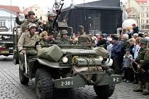 Letošní oslavy osvobození začnou už v pátek. Tradičním lákadlem pro Plzeňany je přehlídka historických vojenských vozidel v centru města