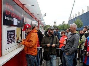 Prodej vstupenek na třetí utkání základní části Viktorie Plzeň proti královskému Realu.