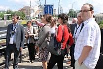 Netradiční prohlídku Plzně si sami zvolili účastníci diskusního fóra,  kteří dorazili z Čech i celé Evropy na pozvání společnosti Plzeň 2015. Pohled na podchod  u vlakového nádraží