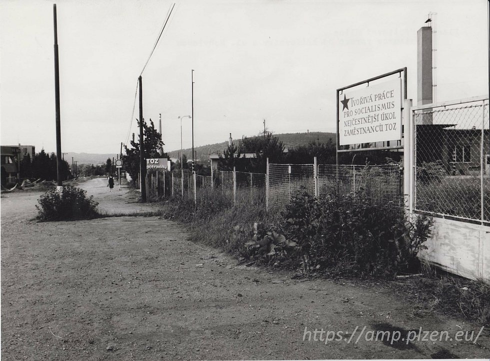 Hřbitovní ulice ve druhé polovině 20. století.
