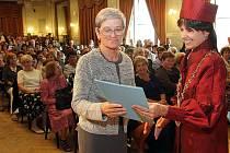 Předání diplomů absolventům Univerzity třetího věku