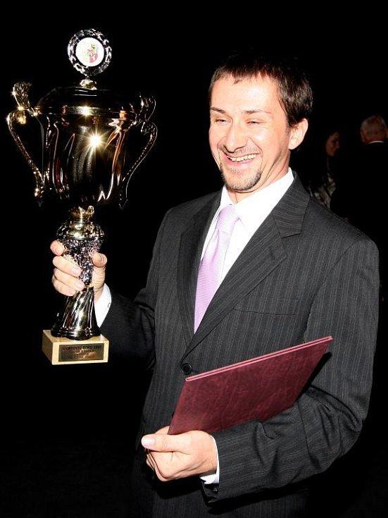 Jachtař David Křížek se raduje ze zisku trofeje pro Sportovce Plzně za rok 2007