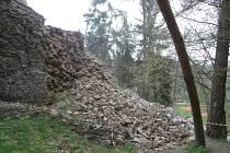 Současný stav bašty zříceniny hradu Buben